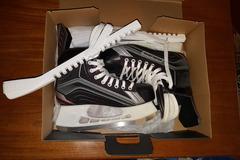 Myydään: New ice skates Bauer Vapor X200 (size 42)