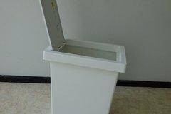 Myydään: small trashcan for bathroom