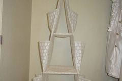 Myydään: Hanging triangle shelf IKEA