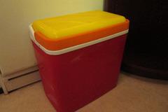 Myydään: Cooling box