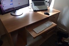 Myydään: Desktop desk
