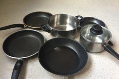 Myydään: Different pans and pots