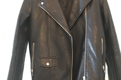 Myydään: Zara Women Black leather jacket XS-size