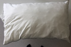 Myydään: Different bed pillows and blankets