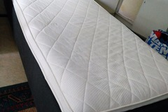 Selling: Sänky/bed