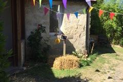 Offres: Jardin dans un ancien corps de ferme, cadre champêtre