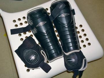 Myydään: Football Shin pads