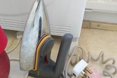Myydään: Small iron