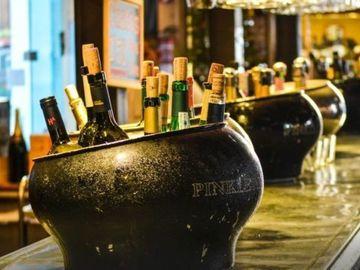 Rent per 2 hours: Wine tasting on board