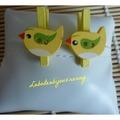 Vente au détail: Mini pince à linge bouton petit oiseau bois jaune, lot de 2.