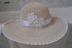 Vente au détail: Chapeau femme en coton ecru au crochet . . 100% fait-main en