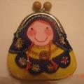 Vente au détail: porte monnaie poupée russe fait main en feutrine bleu jaune