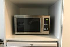 Myydään: Microwave Oven (Move out sale)