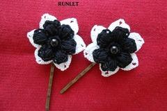 Vente au détail: 2 barrettes fleurs blanches noires coton dmc au crochet