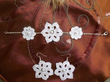 Vente au détail: Parure au crochet fleur blanc