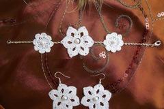 Vente au détail: Parure crochet fleur blanche crochet