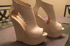 Selling: Sexy Beige Wedge