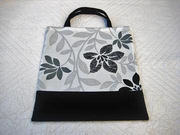 Sale retail: Tote bag, petit cabas noir et blanc thème feuillage