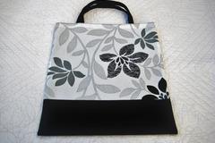 Vente au détail: Tote bag, petit cabas noir et blanc thème feuillage