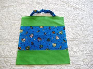 Sale retail: Trois serviettes de table élastiquées pour la maternelle