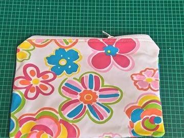 Sale retail: Petite pochette tissus fleuris