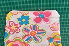 Vente au détail: Petite pochette tissus fleuris