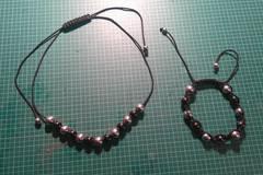Vente au détail: parure collier et bracelet noir et argent shamballa