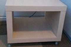 Selling: Lack-pöytä pyörillä, Ikea