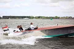 Rent per 1,5 hour: Anne Bonney - Stylish electric open boat - 4 ppl