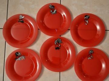 """Vente au détail: 6 assiettes à dessert rouges peintes """"femmes rétro"""""""