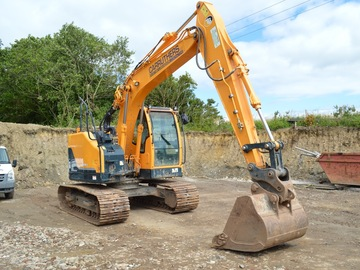 Daily Equipment Rental: Hyundai Robex R125LCR-9A Tracked Excavator