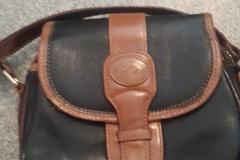Myydään: Small leathet bag