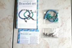 Vente au détail: set création bracelet perles bleues et breloques