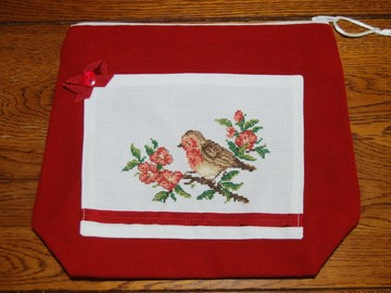 Sale retail: Trousse rouge gorge brodée au point de croix