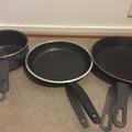Myydään: 2 pans and 1 pot