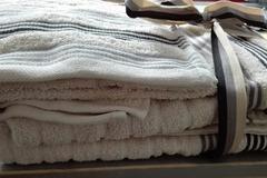 Myydään: New towels