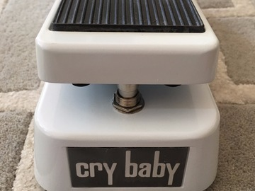 Renting out: Dunlop Limited Edition GCB95W White Cry Baby Wah Wah Guitar