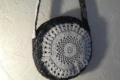 Vente au détail: Sac bandoulière rond  tambourin noir/blanc fait main.