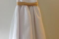 Ilmoitus: Morsiustytön mekko