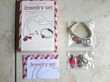 Sale retail: créer votre pendentif + bracelet