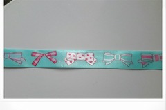 Sale retail: ruban satin bleu avec noeuds dessinés