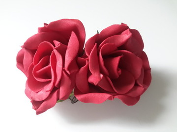Vente au détail: roses rouges en mousse  lot 2
