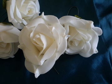 Sale retail: roses blanches en mousse  lot 2