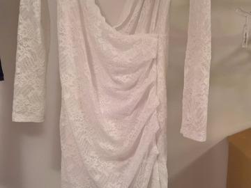 Ilmoitus: Valkoinen pitsinen mekko