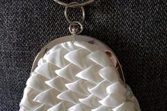 Ilmoitus: Valkoinen juhlalaukku