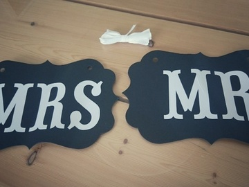 Ilmoitus: Mr & Mrs -kyltit