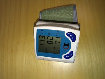 Myydään: Digital blood pressure and heartbeat monitor