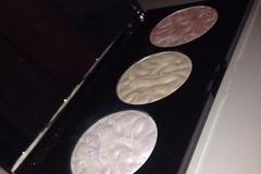 Venta: Makeup Revolution Strobe Light + Unicorns Hearts Highlighter