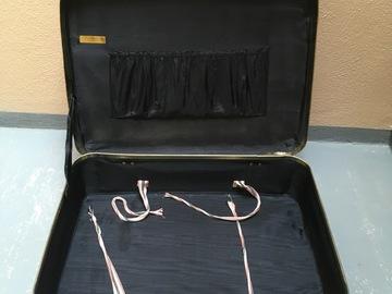 Ilmoitus: Retro matkalaukku