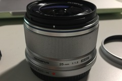 Selling: Olympus M.ZUIKO DIGITAL 25mm f/1.8 Silver (MFT)